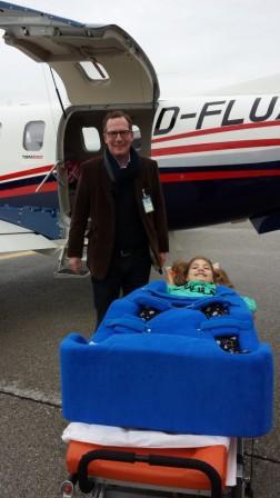 Cassy fliegt nach ihrer OP nach Hause