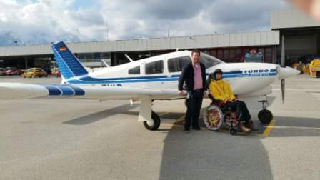 Ron fliegt zum Entlastungsaufenthalt ins Kinderhospiz Bärenherz