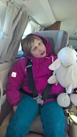 Lenja auf ihrem Platz in der Cessna 425