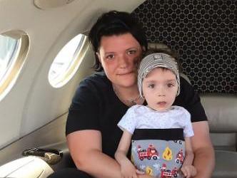 Schneller Flug für Jannik  zu seinen Großeltern