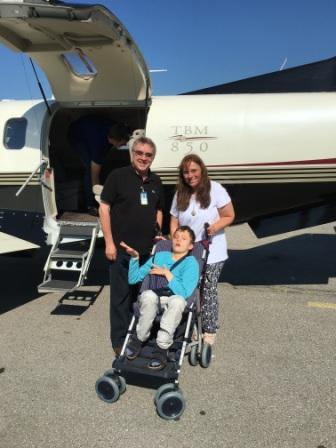 Timo fliegt aus dem Hospiz nach Hause