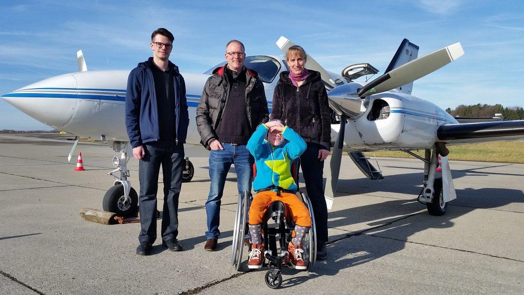 Frederik fliegt schnell nach Hamburg