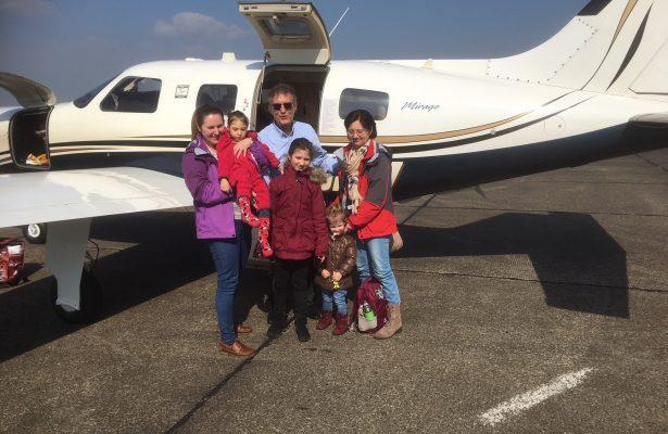 Ana und ihre Geschwister fliegen nach Weeze