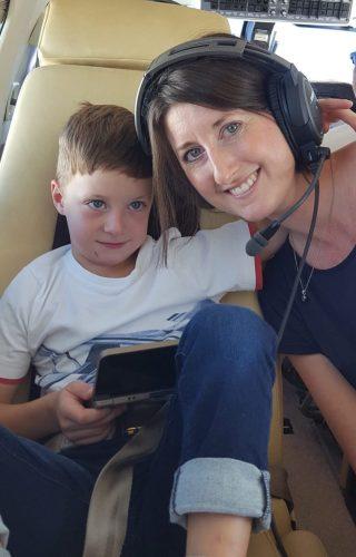 Lias und Ian-Niklas genießen den Flug