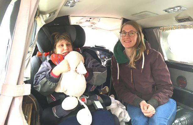 Lenja und ihre Geschwister fliegen nach Düsseldorf