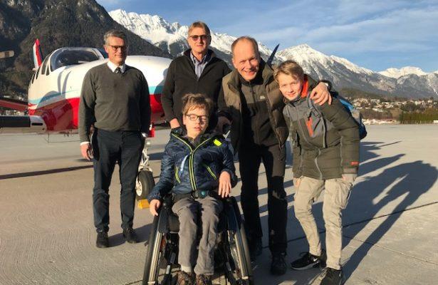 Flug zu den Bi-Skifahrern