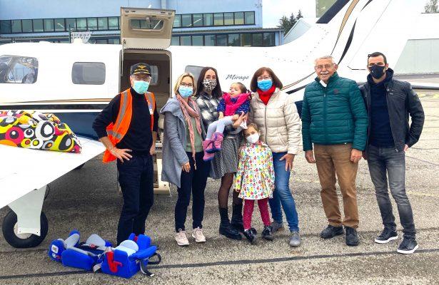 Theresa fliegt zu den Großeltern