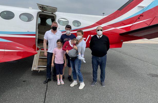 Alle drei Geschwister fliegen mit Flying Hope