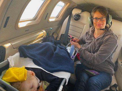 Elisabeth verschläft den Flug