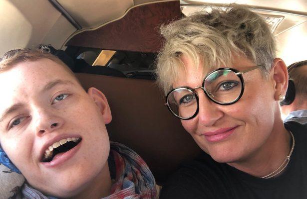 Philip und Sophie haben Spaß an Bord