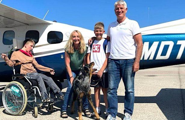 Flug mit Kindern und Hund an Bord