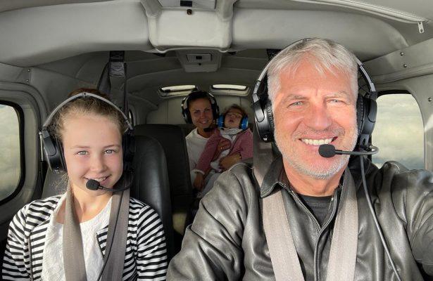 Anni und Maja auf ihrem Flug